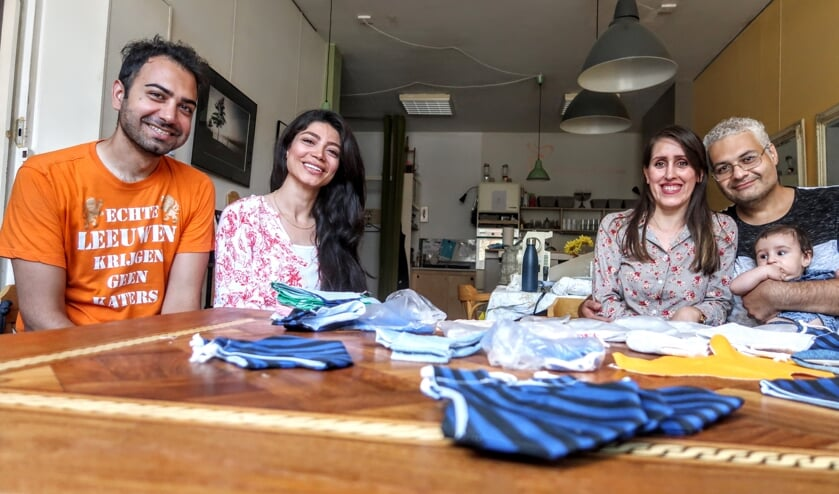 Hamed Danesh, Shima Asadi, Leila Ansari, Yazdan Hojati Nikfar en de kleine Niwan (v.l.n.r.). Foto: Luuk Stam