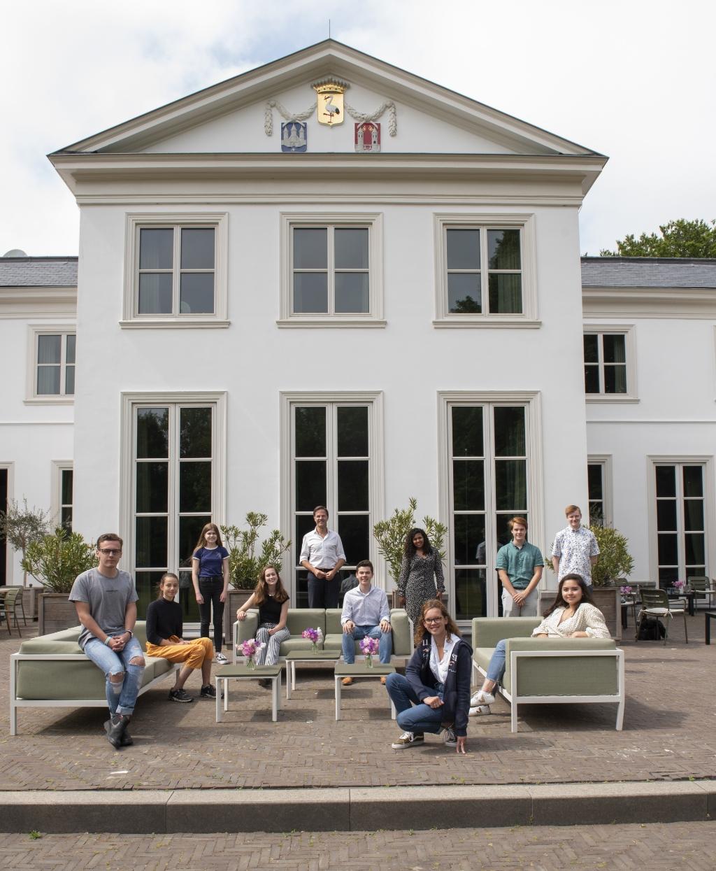 Jongeren op bezoek bij premier Rutte in het Catshuis in Den Haag. Foto: Nia Palli  © Achterhoek Nieuws b.v.