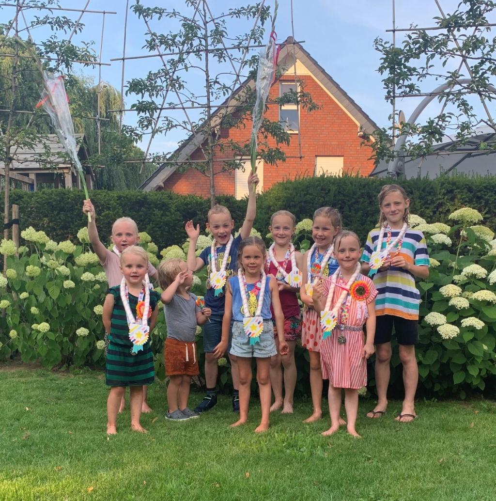 Een feestelijke intocht, met bloemen, lekkers en natuurlijk medailles. Foto: eigen foto  © Achterhoek Nieuws b.v.