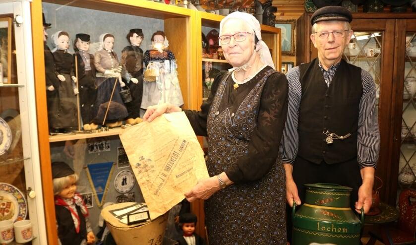 Gerrie en Dick Kok bij een van hun vele verzamelingen. Foto: Arjen Dieperink