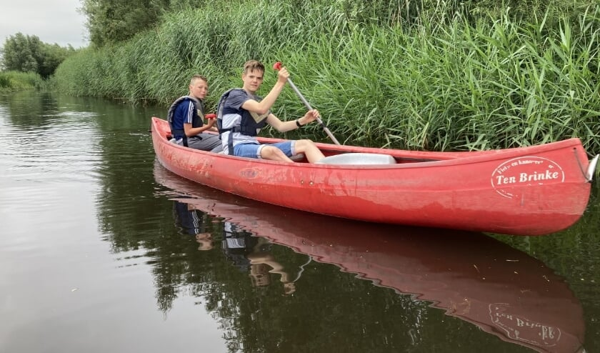 Leerlingen van de onderbouw onderweg in de kano op De Slinge. Foto: Bram Rhebergen