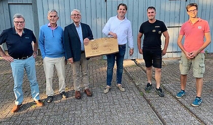 De cheque t.w.v. 3 duizend euro wordt aangeboden. Foto: PR