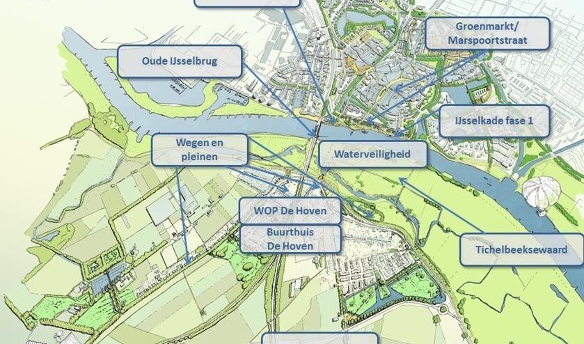 Rivier in de Stad bestaat uit meerdere projecten voor een betere verbinding tussen de Zutphense binnenstad, de IJssel en De Hoven. Op de kaart een overzicht van de projecten, waarvan IJsselkade fase 1, Oude IJsselbrug, Groenmarkt/Marspoorstraat en Tichelbeeksewaard al van zijn afgerond. Afbeelding: gemeente Zutphen