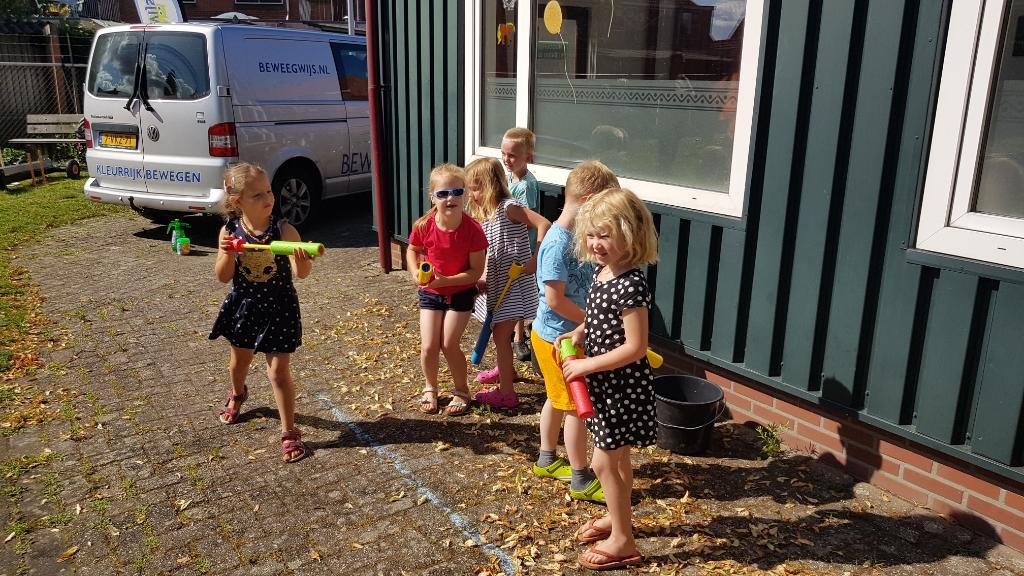 Ook de jongsten genoten van de waterspelen. Foto: Han van de Laar  © Achterhoek Nieuws b.v.