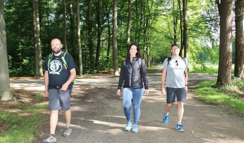 V.l.n.r. Alex Roos, Nathalie de Kievit en Leo Roos. Foto: Arjen Dieperink