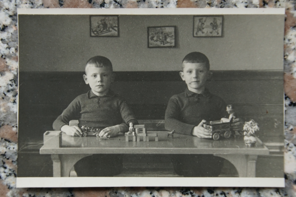 Jan en Henk Boland, 85 jaar geleden. Foto: eigen foto  © Achterhoek Nieuws b.v.