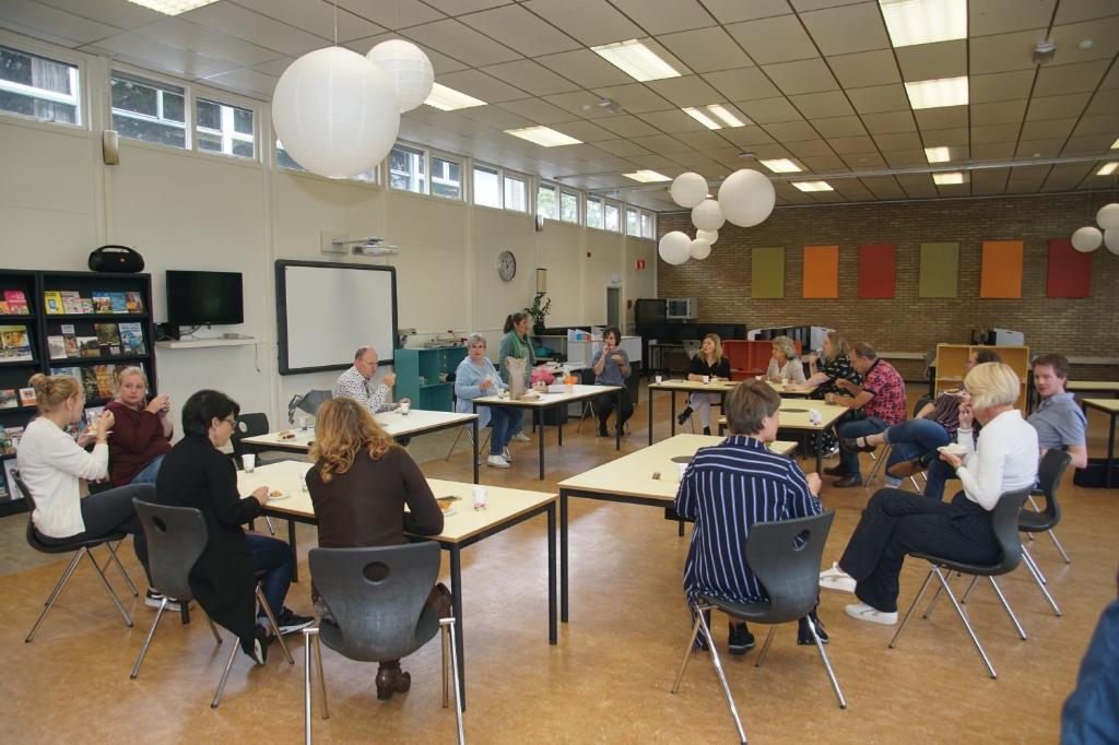 Taart eten met de collega's. Foto: Frank Vinkenvleugel  © Achterhoek Nieuws b.v.