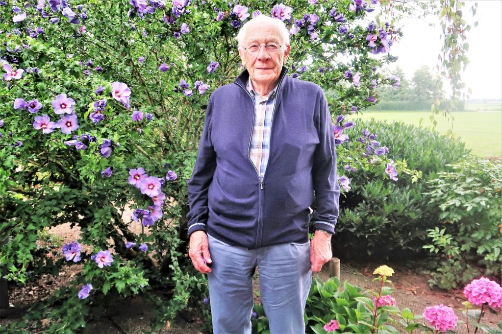 Hans Klaassen in de tuin bij zijn woning. Foto: Theo Huijskes Theo Huijskes © Achterhoek Nieuws b.v.