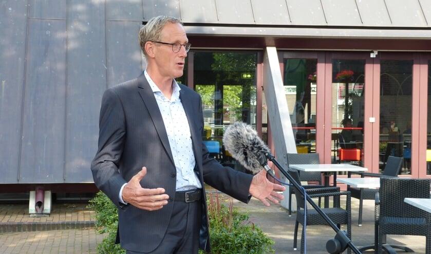 Verkenner Marcel Daniëls praat met de pers over de toekomst van SKB en Sz. Foto: Bernhard Harfsterkamp