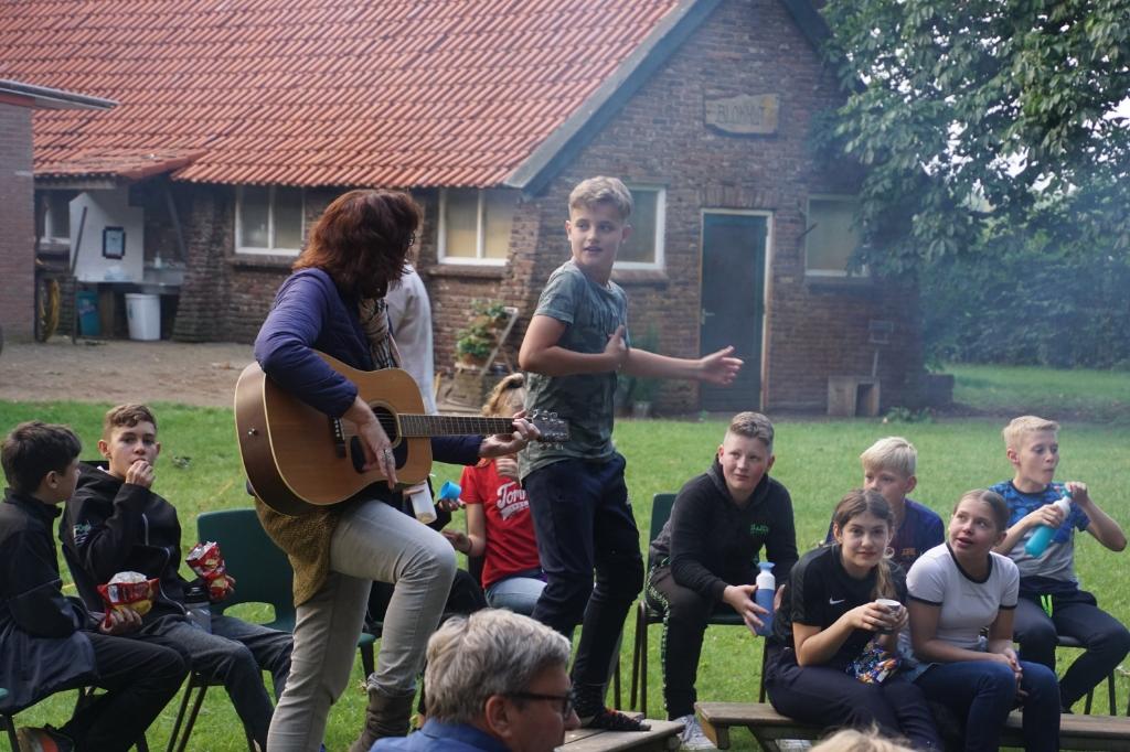 Muziek en plezier op de 'kampdag'.  Foto: Frank Vinkenvleugel  © Achterhoek Nieuws b.v.