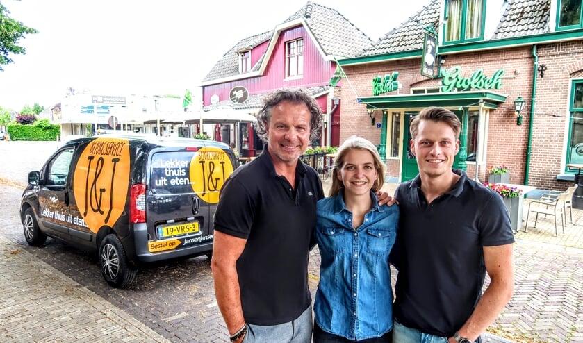 Marco Jansen (links) met medewerkers Anniek Hermans en Damian Rondeel. Foto: Luuk Stam