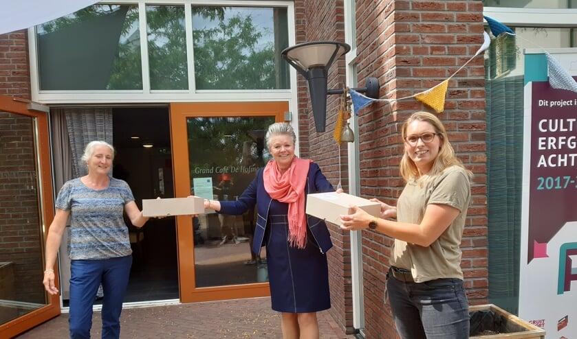 Van links af Annette Bos (Livio), wethouder Marijke van Haaren en Layla Masselink (Livio). Foto: PR