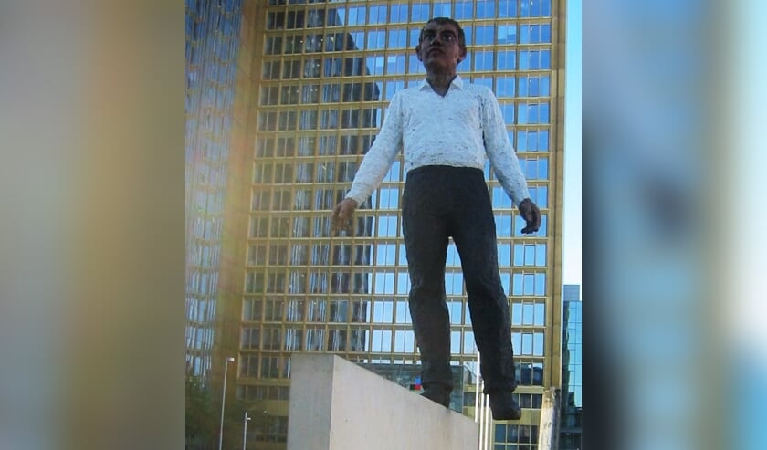 Balance akt Stephan Balkenhol 2009, Berlijnse muur. Foto: PR