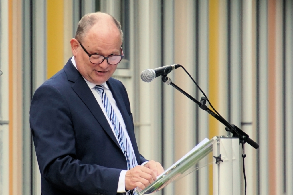Henri Weikamp spreekt 'zijn' geslaagden toe. Foto: Frank Vinkenvleugel  © Achterhoek Nieuws b.v.