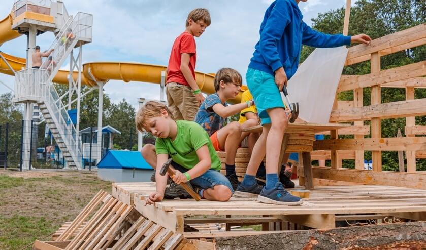 Timmeren bij het Leussinkbad. Foto: AIM Foto