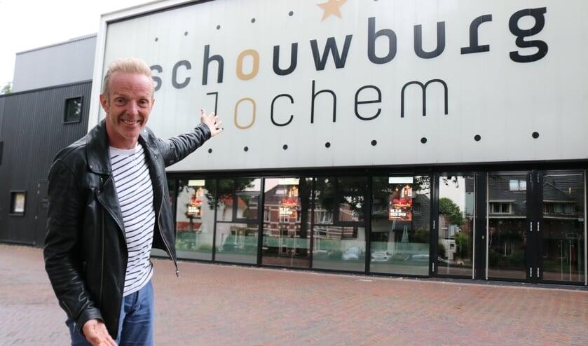 Geert de Groot nodigt iedereen uit om zich aan te sluiten bij Vrienden van de Schouwburg. Foto Arjen Dieperink