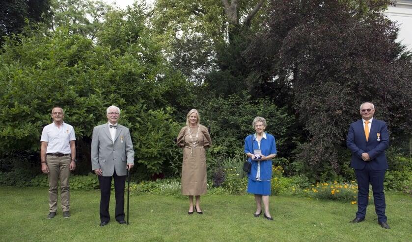 Overhandiging van de Koninklijke Onderscheiding. Foto: PR