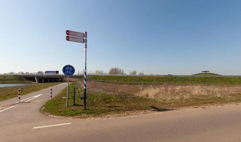 De plek langs Berkel en vistrap waar de plantage moeten komen. (Foto: Geert van der Veer)