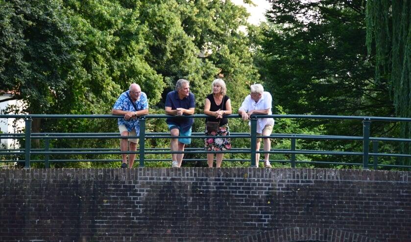 Vlnr: Willem Wanrooij, Hein Reitsma, Gerry de Lang en Abel de Vries.  Centrumbewoners willen de Berkel en hun buurt mooier en meer beleefbaar maken. Foto: Alize Hillebrink