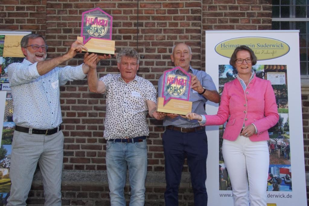 Vlnr. Werner Brand, Freek Diersen, Johannes Hoven, Ina Scharrenbach. Foto: Frank Vinkenvleugel  © Achterhoek Nieuws b.v.