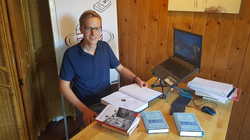 """Guus weer even terug in 't Woold.  """"Ik kan gelukkig ook hier werken."""" Foto: Han van de Laar   © Achterhoek Nieuws b.v."""