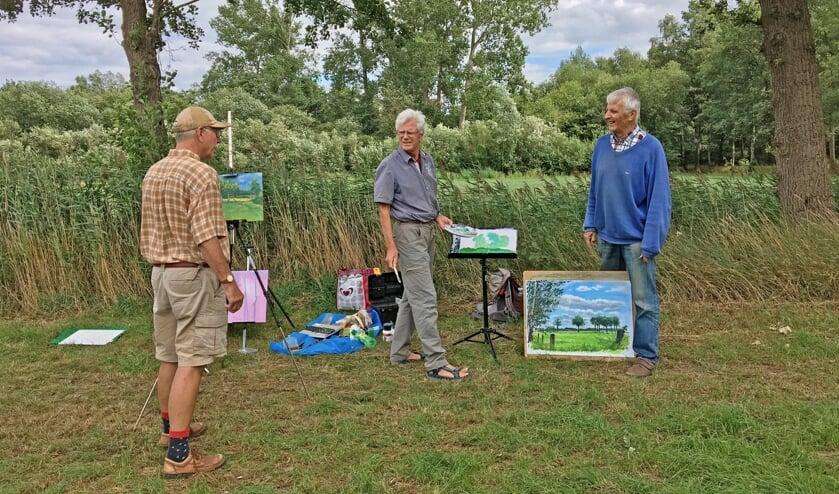 De drie 'plein air'-schilders met hun werk. Foto: PR