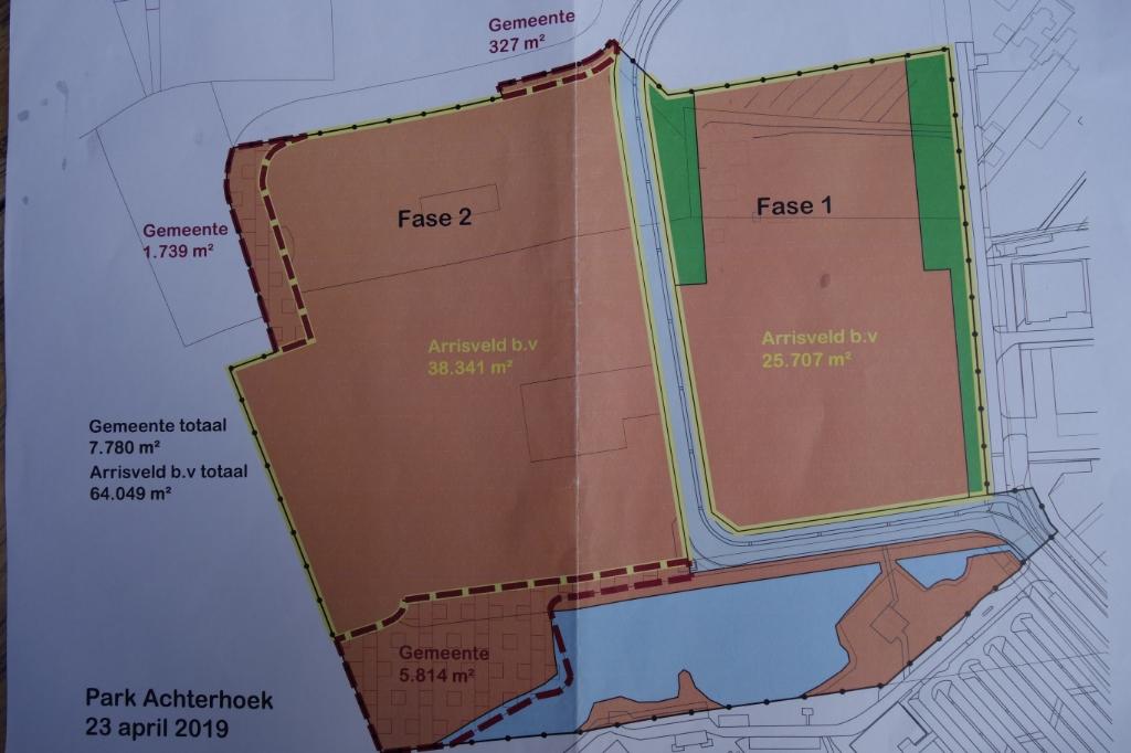 De nieuw aangelegde weg verdeelt het project Obelink en het Zorgpark en sluit aan bij de rotonde. De bestaande plas bij het SKB. Afbeelding: PR  © Achterhoek Nieuws b.v.