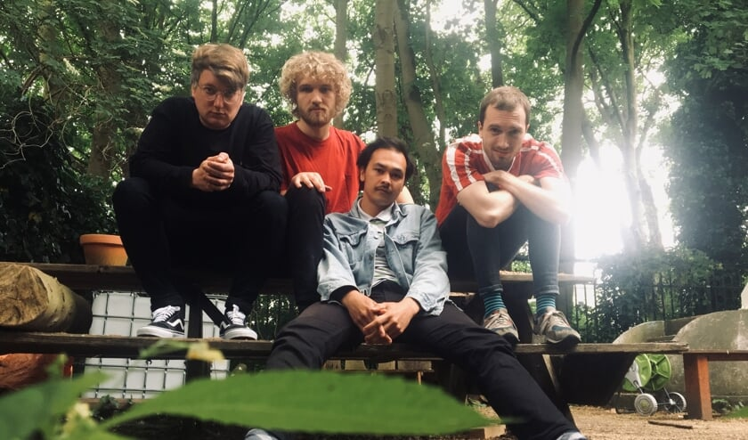 Oud-Lochemers Duncan Daalmeijer (links) en Jordy Sanger (tweede van rechts) kijken positief terug op hun Maple-tijd. De eind 2017 gevormde band ontstond uit Orange Maplewood.