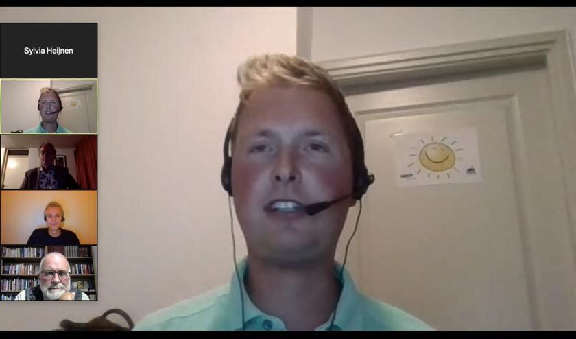 Thijs Huls riep tijdens de Meet Up jongeren op om toch vooral mee te doen en te denken. Foto: PR