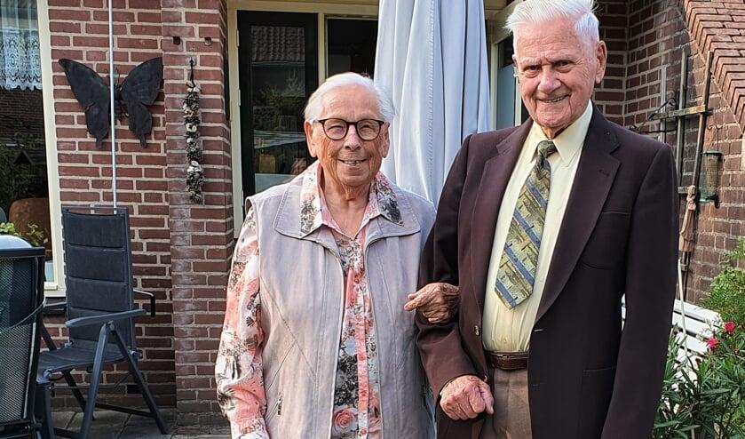 Het platina echtpaar Van der Linden. Al zeventig jaar delen Marie en Johan lief en leed met elkaar. Foto: Alice Rouwhorst