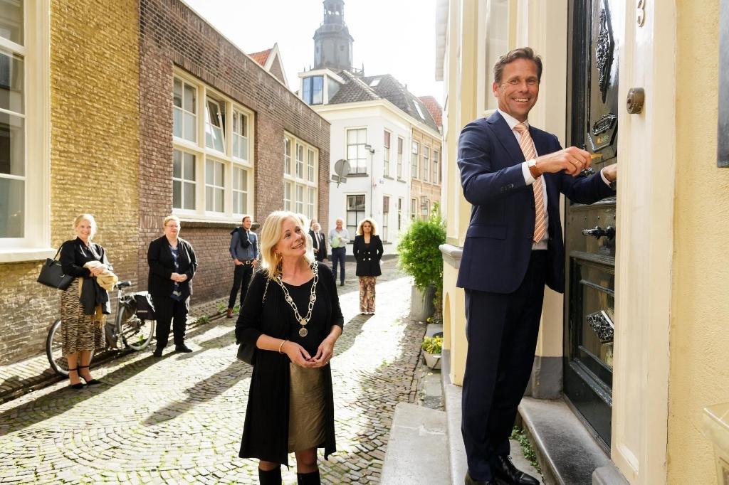 De officiële heropening van museum de Brandkas van Henny door CEO NN David Knibbe, in bijzijn van burgemeester Annemieke Vermeulen, Heidi en Herman van Bosheide en een paar gasten. Foto: Fred Ernst  © Achterhoek Nieuws b.v.