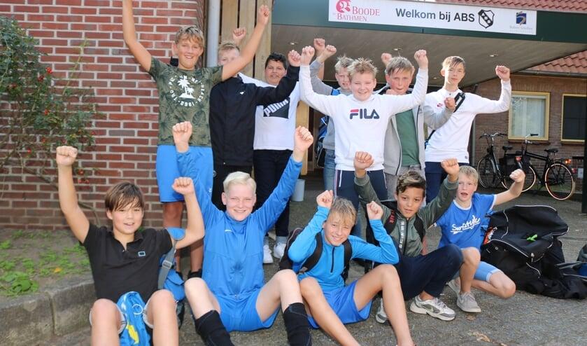 Uitbundig tevreden was het team over het behaalde resultaat. Foto: Arjen Dieperink