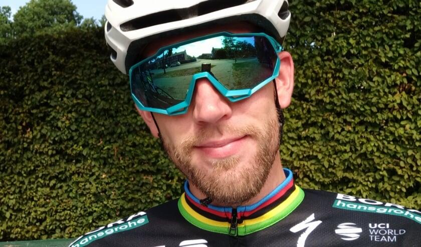 Jelle Hengeveld is tevreden met het bedrag dat hij bijeen fietste voor de voedselbank. Foto: PR