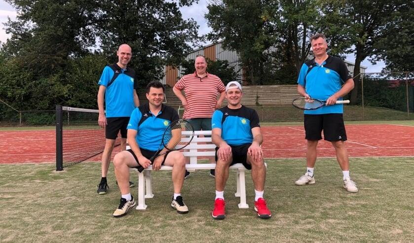 Marco ter Maat, Jochem Emsbroek, Christiaan Brinckhorst (non playing captain) Rutger Wullink en Cees van Voskuilen (v.l.n.r.). Foto: PR