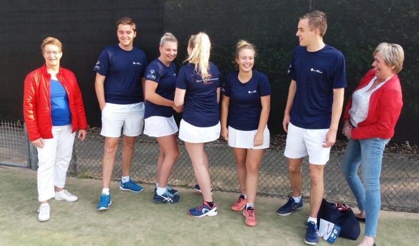 Het team van De Wildbaan in het nieuwe tenue. Foto: PR