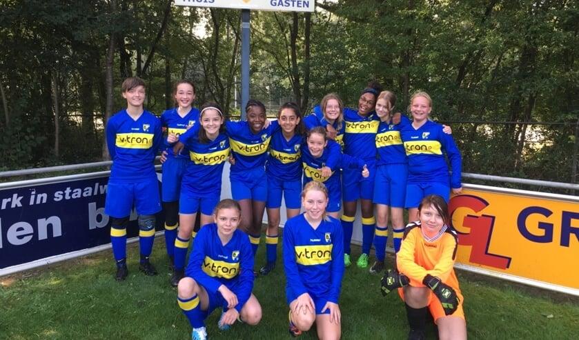 Het team MO-15 van Sportclub Lochem. met op het scoorbord hun resultaat. Foto: Natasja Everink