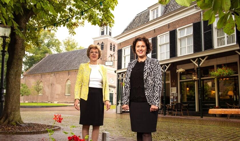 <p>Rita de van der Schueren en haar dochter Elisabeth Remmelink-de van der Schueren bij De Gouden Karper. Foto: Sven Scholten</p>