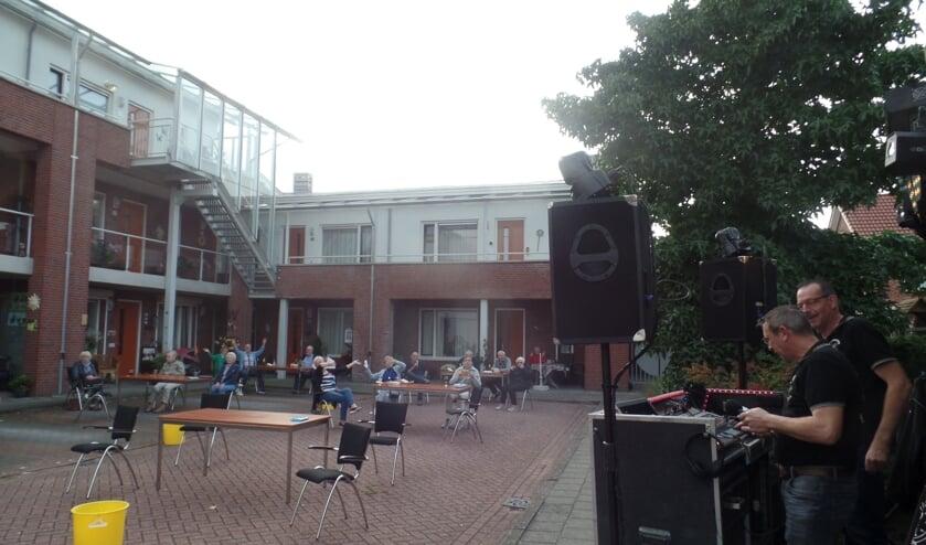 Het was gezellig bij Het Hemminkhof, mede dankzij de Tijdbrekers. Foto: Jan Hendriksen.