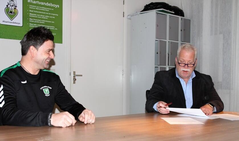<p>Hoofdtrainer Michel Feukkink en voorzitter Bas de Bruijn. Foto: Suzanne Halfmouw</p>