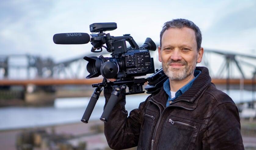 <p>John Post maakt videoproducties. De drone gebruikt hij daarbij als &#39;tool&#39;. Foto: Roy Huetink</p>