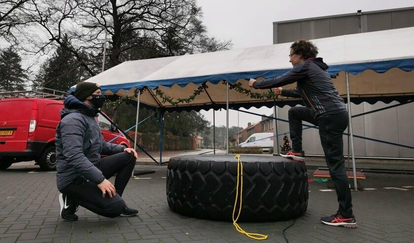 <p>Een pittige training onder begeleiding van Floris Dinkelman op de parkeerplaats bij FloFit in Barchem.</p>