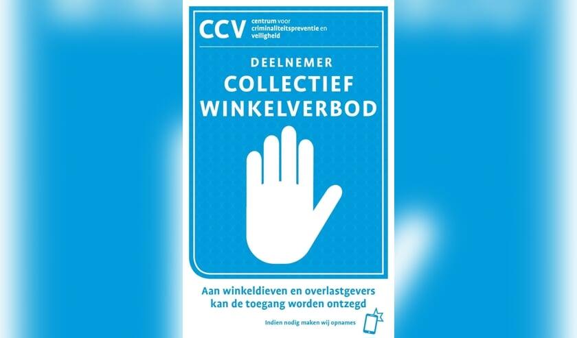 <p>De supermarkten in Zutphen en Warnsveld die meedoen aan het Collectief Winkelverbod zijn te herkennen aan de sticker bij de ingang. Foto: PR</p>