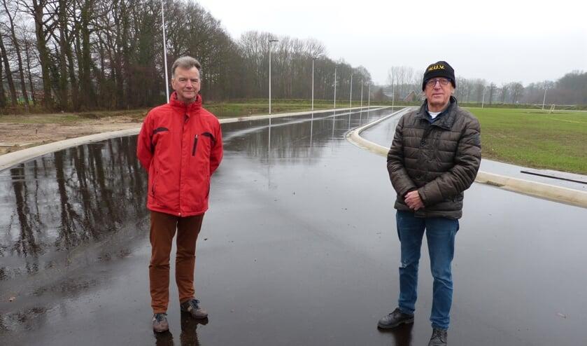 Hendrik van Prooije en Auke Spijkstra van de Winterswijkse IJsvereniging. Foto: Bernhard Harfsterkamp