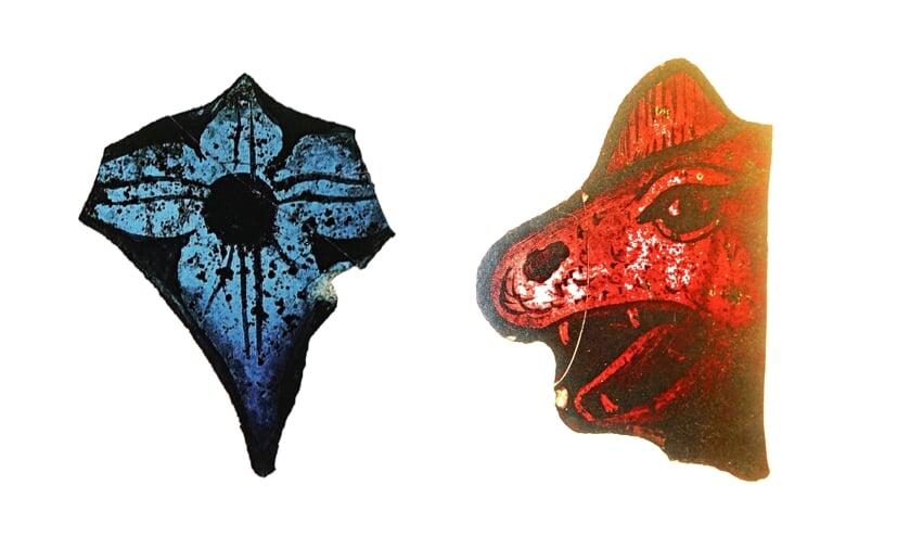 <p>Bloemmotief en drakenkop, glasfragmentjes gevonden in de kuil bij de kerk. Afbeeldingen uit besproken boek</p>