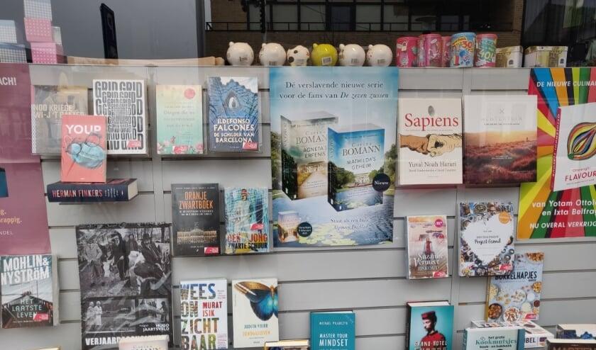 <p>De etalage van de boekhandel in Eibergen. Foto: Rob Stevens</p>