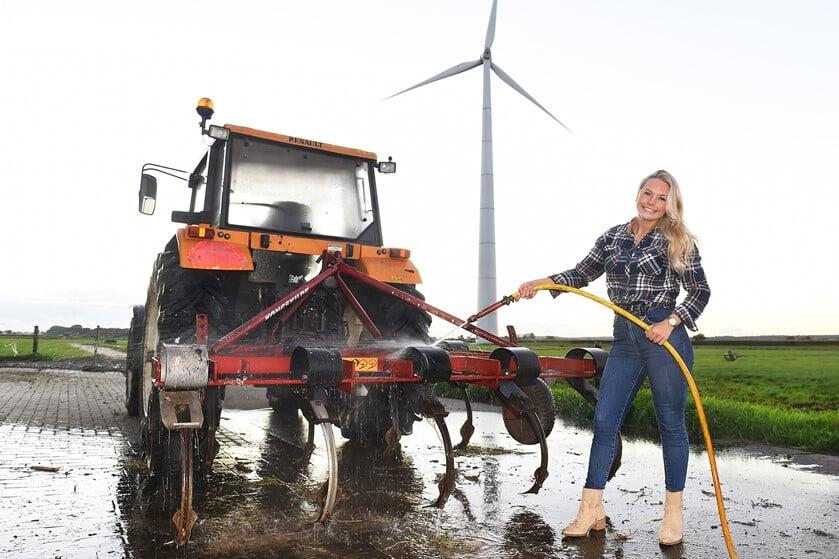 Denice Bruins op de boerderij in Netterden.