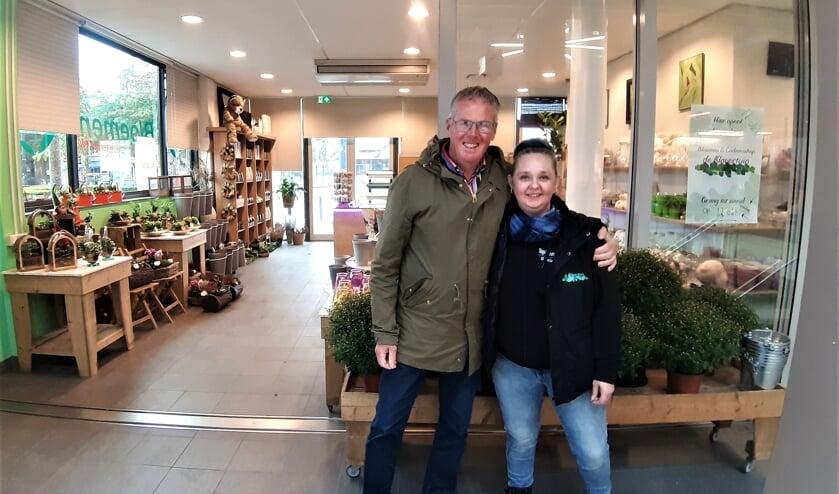 <p>Thomas van Vliet gunt zijn opvolgster Josepha Liefers-Makkinje alle succes van de wereld. Foto Rudi Hofman &nbsp;</p>
