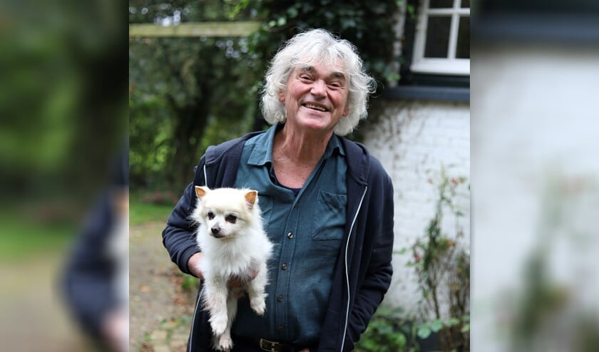 Hans Keuper met hondje Tarzan. Foto: Sander Grootendorst