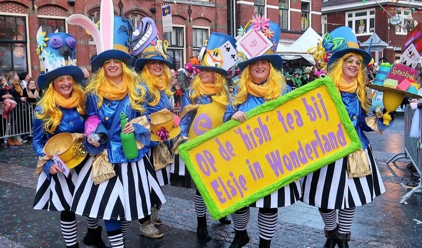 Dames mogen wel uitbundig carnaval vieren, maar geen lid zijn van de organiserende club? Foto: Theo Huijskes