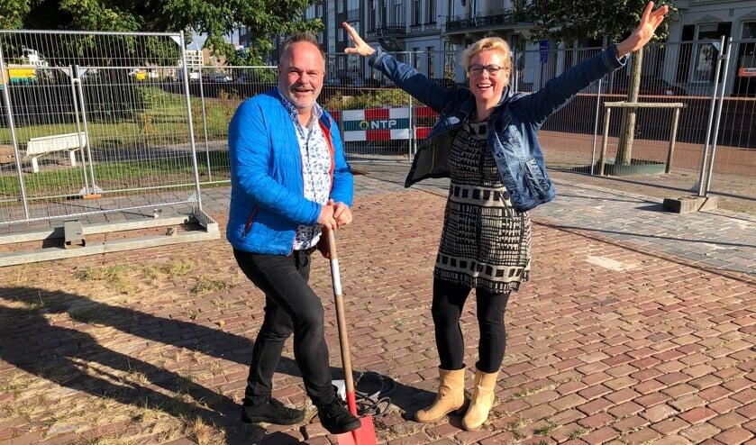 <p>Lisa Pit en Hans Wiedenhoff op de plek waar &lsquo;Lekker aan de IJssel&rsquo; wordt gerealiseerd. Foto: Eric Klop</p>